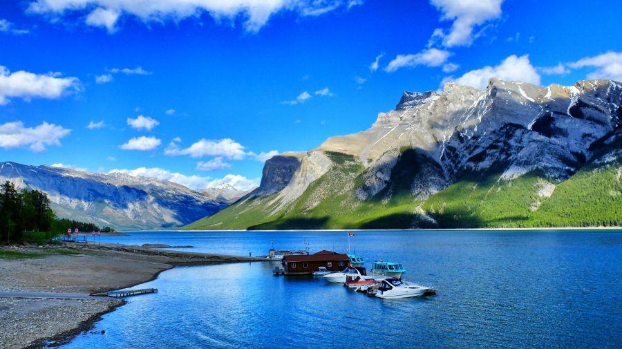 lake-minnewanka-banff-canada-4000x2248